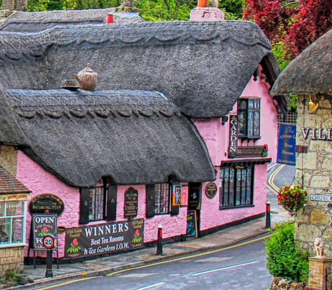 Award winning English teashop comprising of three delightful thatch cottages, offering an outstanding quintessential English experience.