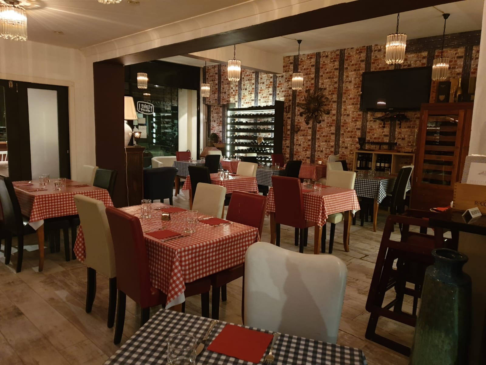 Thriving Fulham Italian Restaurant & Pizzeria - Must Sell- £175k price cut!